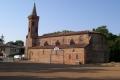 L'église Saint-Martin et le terrain multi-sport (2005)